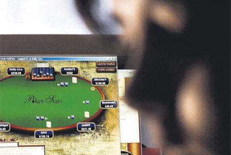 På nettet er det hurtigt og nemt at spille, og der er hurtig tilbagebetaling. Men de burde jo slet ikke spille på nettet, da det ikke er lovligt for dem. <b>Connie Nielsen, forsker i børns ludomani</b<