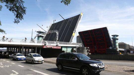 Indre København er i øjeblikket præget af trafikkaos, fordi Knippelsbro har sat sig fast