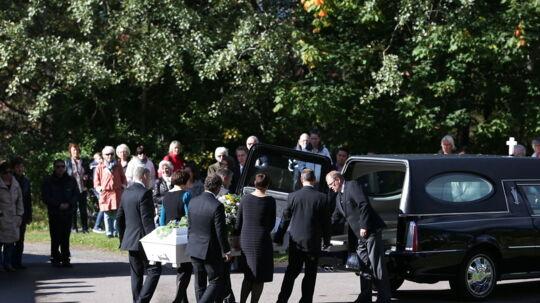 Norske Sigrid Giskegjerde Schjetne blev onsdag bisat i Oppsal kirke i Oslo onsdag. Hun blev fundet dræbt for to uger siden efter at have været væk i en hel måned.