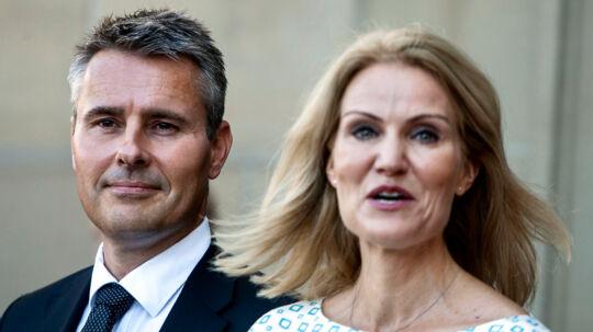 Dansk Folkeparti og Venstre kræver en forklaring på, hvorfor Henrik Sass Larsen nu er blevet minister, når han ikke kunne blive det for to år siden.