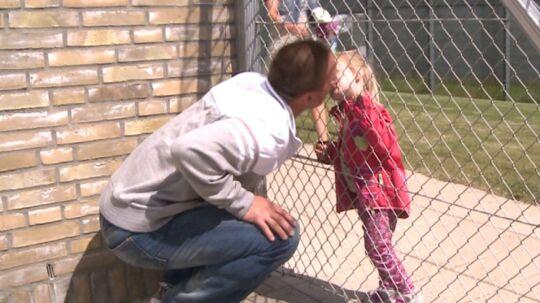 De første 16 måneder af dommen så 35-årige Tommy kun sine børn en time hver uge. Han afsoner 10 år for blandt andet narkosmugling.