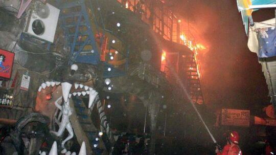 To mennesker er fortsat i kritisk tilstand efter at have festet på natklubben Tiger Disco i Phuket, hvor en brand brød ud.