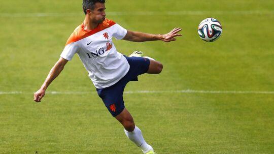 Hollands angrebses Robin van Persie frygtes ude af Hollands kvartfinalekamp mod Costa Rica.