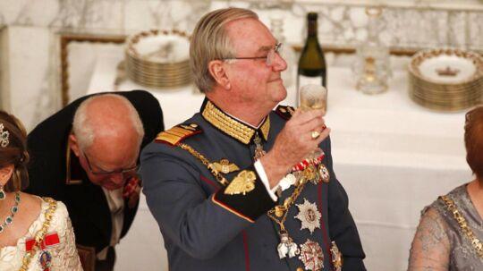 Prins Henrik holder tale for Dronning Margrethe ved gallataffelet på Christiansborg Slot søndag 15. januar 2012 i anledning af Dronning Margrethes 40 års regeringsjubilæum.