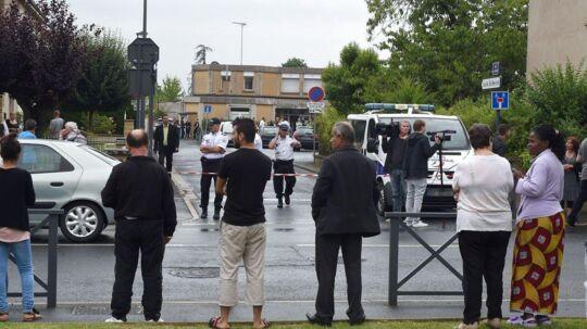 En 47-årig kvinde angreb en lærer på en fransk skole fredag morgen. Den 34-årige lærer døde senere af sine skader. AFP PHOTO / ERIC CABANIS
