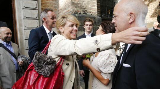 Her ses Cecilie Frøkjær og kæresten Michael Robak (nummer to fra venstre) til Jes Dorph Petersen og Louise Lehrmanns bryllup sidste efterår.
