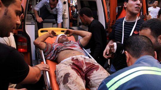 Optøjerne var blodige i Alexandria i Egypten fredag, hvor modstandere og tilhængere af præsident Morsi stødte sammen.