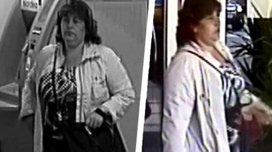 Torsdag ved Frederiksberg Rådhus blev der begået et gaderøveri mod en 93-årig gangbesværet kvinde. Der er tale om to kvinder, men på billederne ses kun den ene.