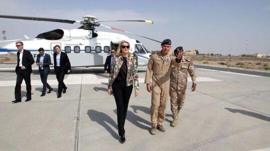 Tirsdag besøgte statsminister Helle Thorning-Schmidt (S) det danske militærs flybase i Kuwait. Her takkede hun soldaterne for deres indsats mod IS og benyttede også chancen til at afprøve cockpittet i en F-16. Se med her.