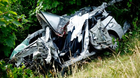 Føreren af denne bil blev dræbt ved det voldsomme trafikuheld syd for Holstebro.