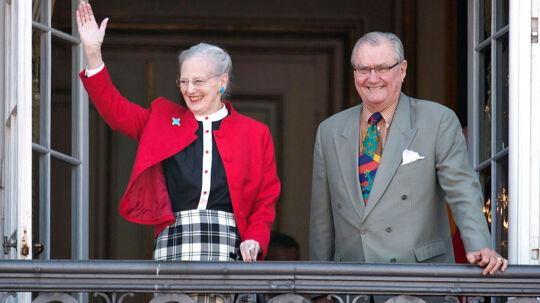 Dronning Margrethe og prins Henrik på balkonen på Amalienborg Slot til på Dronningens 73 års fødselsdag 16. april 2013. (Foto: keld Navntoft/Scanpix 2013)
