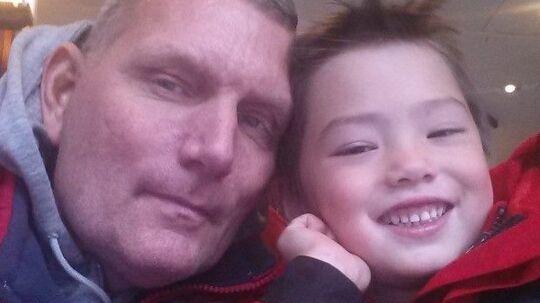 Fire-årige Rasmus blev kvalt af sin mor, der ikke ville have, han skulle se sin far. Nu svines faren til af feminister.