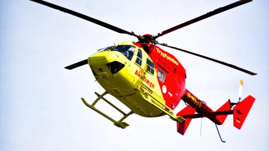En 32-årig nordmand blev fløjet med helikopter til Aarhus efter en alvorlig motorcykelulykke torsdag aften. Manden meldes nu uden for livsfare. (Arkivfoto)