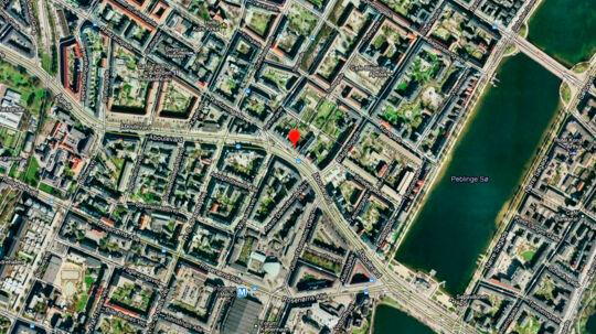 En ung mand er søndag aften blevet stukket ned på Åboulevarden i København.