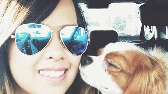 Nina Pham. Den 26-årige amerikanske sygeplejerske er smittet med Ebola. Hendes hund, Bentley bærer ikke smitten