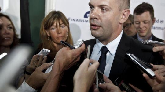 Finansminister Bjarne Corydon skøn over væksten er skudt helt i skoven, mener flere bankøkonomer.