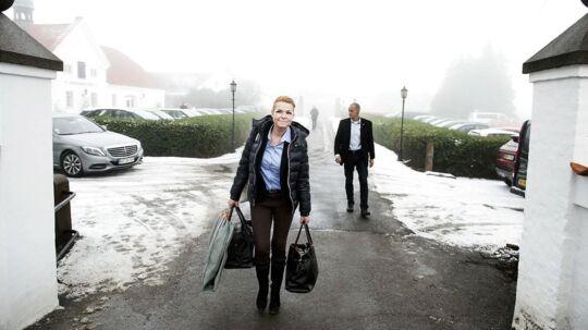 Integrationsminister Inger Støjberg ankommer mandag til Kragerup Gods, hvor der afholdes regeringsseminar.