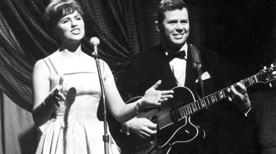 Den kendte musiker og ene halvdel af parret Grethe Ingmann og Jørgen Ingmann, der vandt Dansk Melodi Grand Prix 1963 og det Europæisk Melodi Grand Prix samme år med sangen 'Dansevise', er død. Han blev 89 år.Det bekræfter hans datter, Marie Ingmann, over for BT.»Ja, min far er død. Han døde i går i sit hjem. Han sov stille ind,« fortæller hun til BT.Klik dig videre for at se billederne fra en stor karriere.