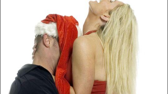 Julefrokost er på mange arbejdspladser lig med for meget snaps og lidt for meget nærkontakt med kollegerne. I hvert fald, hvis man skal tro myterne. BT's læsere fortæller deres værste julefrokostoplevelser. (Arkivfoto)