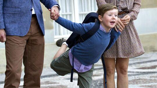 Hans Kongelige Højhed Prins Christian er fredag den 12. august sammen med sine forældre, kronprins Frederik og kronprinsesse Mary, på vej til sin første skoledag i 0. klasse på Tranegårdskolen.
