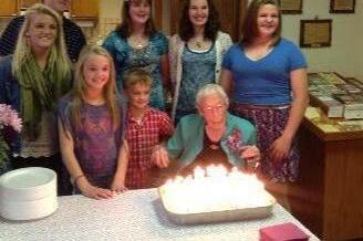 Anna Stoehr fejres af familien på hendes 114 års fødselsdag.