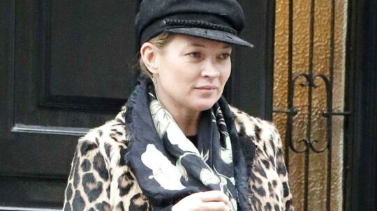 WILD AT HEARTLeopardfrakke, sømandskasket, blomstret tørklæde og rå støvler - selv når Kate Moss bare spankulerer rundt i sit hood i London, så gør supermodellen det med stil. Klik videre og snup Kates stil...