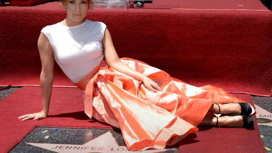 epa03753497 US actress, singer Jennifer Lopez alongside her star on the Hollywood Walk of Fame during ceremony in Hollywood, California, USA, 20 June 2013. Lopez was awarded the 2, 500th star on the Hollywood Walk of Fame in the category of Recording. EPA/PAUL BUCK