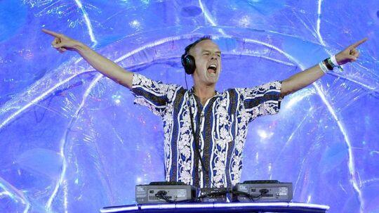 Her er Fatboy Slim med til at lukke årets OL-fest i London. I aften kanden britiske DJses på en filmet koncert i Cinemateket i København. (Foto: AFP)