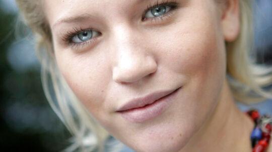 Den svenske Top Model-deltager Anna-Maria Moström har siden onsdag ligget i respirator i USA. Tirsdag aften slukker familien for respiratoren.