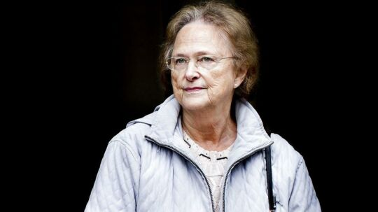 Yvonne Pedersen, mor til Erik Skov Pedersen på vej ind i Sø og Handelsretten