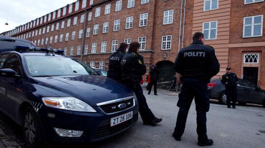 Politiet fik anmeldelsen kort før kl. 14, og først efter kl. 15 blev barnevognen og barnet fundeti god behold i en port i Tåsingegade på Østerbro i København,omkring 100 meter fra det sted, hvor barnevognen blev snuppet.