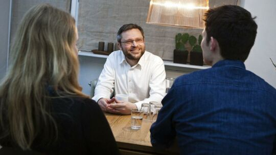 »Hver eneste dansker skylder i gennemsnit næsten en halv millon væk,« siger Las Olsen, chefanalytiker i Danske Bank, som frygter, at danskernes milliardgæld kan sætte bremse på opsvinget.