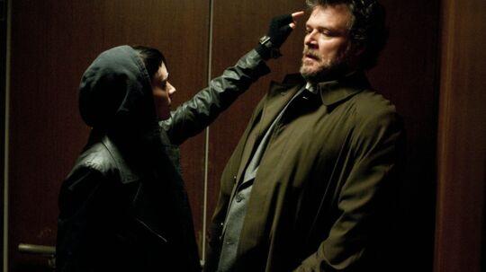 Scene fra den nye 'The Girl With The Dragon Tattoo' med Rooney Mara som Salander.