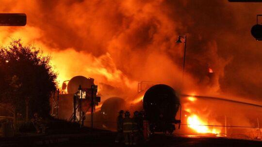 Mindst 15 blev dræbt, da en løbsk togstamme i weekenden bragede ind i den canadiske by Lac-Megantic. Nu antyder politiet, at der ligger en forbrydelse bag katastrofen.