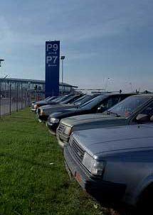 Kastrup Lufthavn er blevet et dyrt sted at parkere. men nu er der håb om billigere parkering forude.
