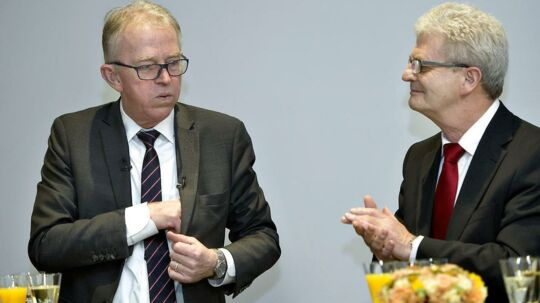 Afgående udenrigsminister Villy Søvndal (SF) blev klappet ud af Udenrigsministeriets medarbejdere, da Holger K. Nielsen (SF9 overtog posten ved ministeroverdragelsen torsdag.