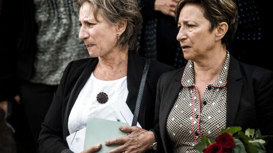 Simon Rosenbaum begraves fra kapellet på Mosaisk Vestre Begravelsesplads på Vestre Kirkegård. Her hans døtre Pia Rosenbaum (tv) og Ina-Miriam Rosenbaum (th).
