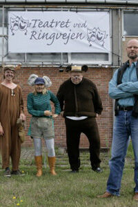 På 'Teatret ved Ringvejen' opsætter de 'Dyrene i Hakkebakkeskoven'. Fra venstre Niels-Martin Eriksen, Helle Dolleris, Dan Nielsen samt Uffe Rørbæk.Foto: Scanpix