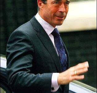 Mads Christensen kan ikke forstå, hvordan det er lykkedes Anders Fogh Rasmussen at komme i nærheden af NATO-jobbet med den tøjstil.
