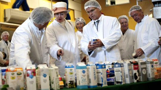 Hele Norden mangler fløde, melder Arla. Her ses Dronning Margrethe, da hun var på rundvisning hos Arla Foods i Slagelse.