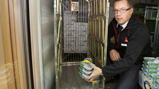 Souschef i SuperBrugsen i Hirtshals, Kasper Hansen, fortæller, at nordmændene hamstrer smør, så der næsten ikke er mere på hylderne.