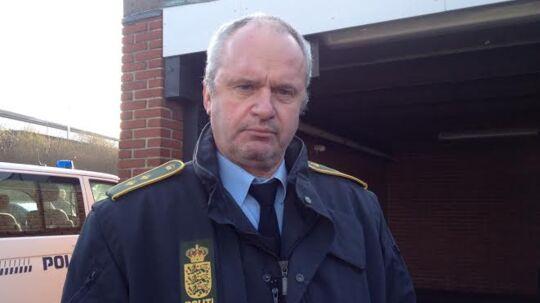 Efterforskningsleder Peter Jørgensen fra Bornholms Politi efterlyser vidner, der har set en hvid varevogn mellem lørdag klokken 10 og søndag klokken 9 på Bornholm. I den fandt politiet den 41-årige mor og den 14 måneder gamle datter, som blev fundet døde søndag.