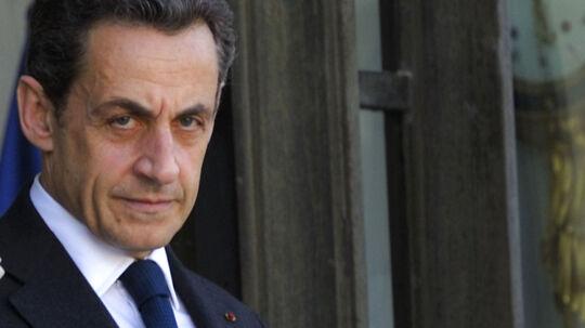 Modtog Nicolas Sarkozy ulovlige bidrag fra en af verdens rigeste kvinder, da han i 2007 vandt det franske præsidentvalg? Den formodning arbejder fransk politi ud fra, og tirsdag blev den nu forhenværende præsidents hjem og private kontor ransaget af efterforskere på jagt efter spor. Det skriver nyhedsbureauet AP. Ifølge en anonym kilde stod dommer Jean-Michel Gentil og medlemmer af det parisiske politis afdeling for økonomisk kriminalitet for ransagningen (arkivfoto).