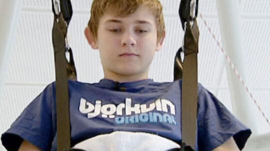 Casper Weigel træner i Hammel Neurocenter. Han er ved at lære at gå.