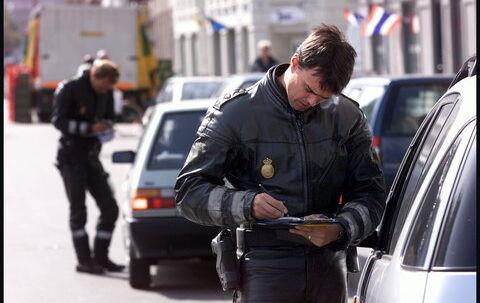 Politiet er stadig suveræn topscorer i bødeudskrivning, men mange andre er med til at malke danskerne for anslået 1,5 mia. kr. om året i bøder og afgifter. Arkivfoto: Thomas Sjørup