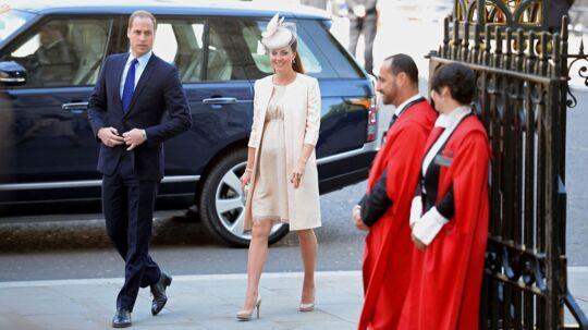 Men nu er fotograferne begyndt at stimle sammen omkring St. Mary's Hospital, hvor Kate Middleton skal føde.