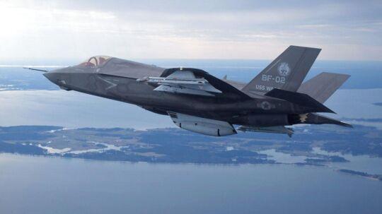 Nato advarer Danmark mod høje udgifter til kampfly, men prisen kommer næppe til at afgøre valget i sidste ende.