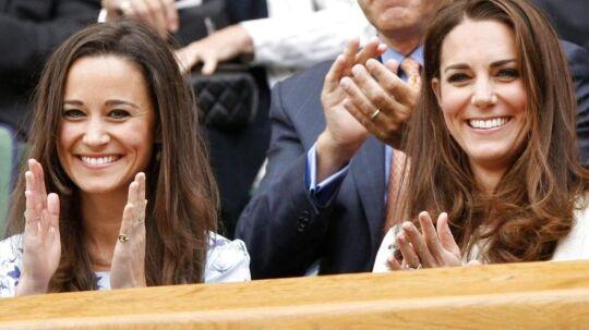 Kate og Pippa Middleton overværede herrernes tennisturnering under OL i London tirsdag.
