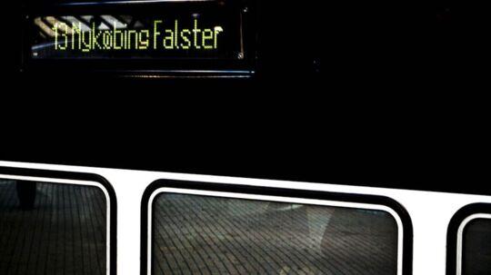 Fra og med mandag og ni dage frem kører togene mellem Hovedbanegården og Nykøbing Falster/ Rødby Færge efter en ændret køreplan, som blandt andet betyder indsættelse af togbusser. Ændringerne i køreplanen falder sammen med en strejke blandt det svenske togpersonale, så passagerer, der skal til Malmø, skal også over i en bus.