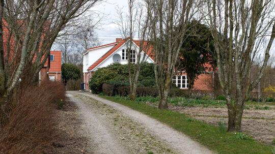 Bent Hansens gård på Hingeballevej udenfor Kjellerup har vist sig at være en skattefri guldgrube for den socialdemokratiske politiker.